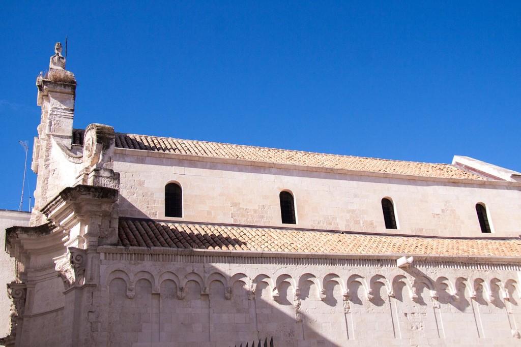 Per chiese dalla cattedrale monopoli city tourism for Antica finestra a tre aperture